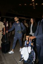 Anushka Sharma, Virat Kohli spotted at Airport on 27th Dec 2017 (17)_5a44c1b182af6.JPG