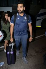 Rohit Sharma spotted at Airport on 27th Dec 2017 (11)_5a44c1fab2064.JPG