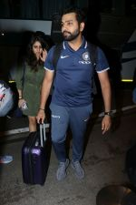 Rohit Sharma spotted at Airport on 27th Dec 2017 (13)_5a44c200624ce.JPG