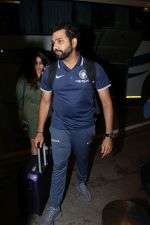 Rohit Sharma spotted at Airport on 27th Dec 2017 (14)_5a44c2023632f.JPG