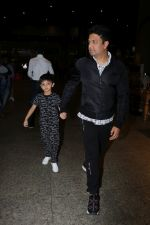 Bhushan Kumar with Son Spotted At Airport on 1st Jan 2018 (12)_5a4b2c0b8d1f0.JPG