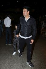 Bhushan Kumar with Son Spotted At Airport on 1st Jan 2018 (14)_5a4b2c0de264c.JPG