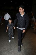 Bhushan Kumar with Son Spotted At Airport on 1st Jan 2018 (16)_5a4b2c0f4cfe1.JPG