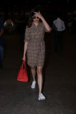 Divya Khosla Kumar Spotted At Airport on 1st Jan 2018 (1)_5a4b2c2a78a2e.JPG
