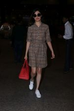 Divya Khosla Kumar Spotted At Airport on 1st Jan 2018 (5)_5a4b2c2e89c85.JPG