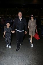 Divya Khosla Kumar, Bhushan Kumar with Son Spotted At Airport on 1st Jan 2018 (4)_5a4b2c31efbef.JPG