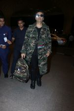 Karan Johar Spotted At Airport on 1st Jan 2018 (10)_5a4b2c55591b0.JPG