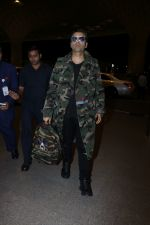 Karan Johar Spotted At Airport on 1st Jan 2018 (11)_5a4b2c5636028.JPG