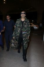 Karan Johar Spotted At Airport on 1st Jan 2018 (12)_5a4b2c574478c.JPG