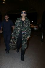Karan Johar Spotted At Airport on 1st Jan 2018 (13)_5a4b2c5821250.JPG