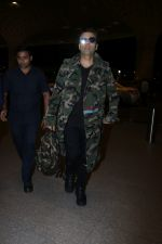 Karan Johar Spotted At Airport on 1st Jan 2018 (14)_5a4b2c58d9da5.JPG