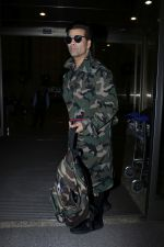Karan Johar Spotted At Airport on 1st Jan 2018 (18)_5a4b2c5d167d3.JPG