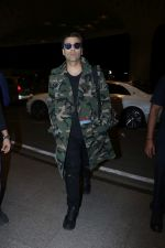 Karan Johar Spotted At Airport on 1st Jan 2018 (7)_5a4b2c52ee4b8.JPG