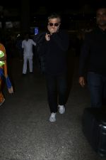 Anil Kapoor Spotted At Airport on 2nd Jan 2018 (1)_5a4c7a9b968e3.JPG