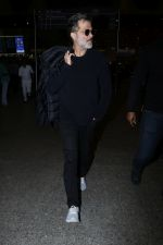 Anil Kapoor Spotted At Airport on 2nd Jan 2018 (10)_5a4c7aa4057df.JPG