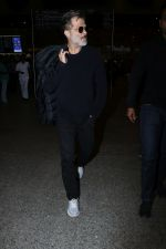 Anil Kapoor Spotted At Airport on 2nd Jan 2018 (11)_5a4c7aa525ef6.JPG