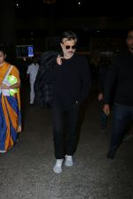 Anil Kapoor Spotted At Airport on 2nd Jan 2018 (13)_5a4c7aa719769.JPG