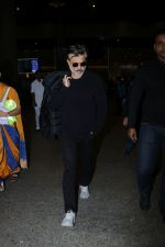 Anil Kapoor Spotted At Airport on 2nd Jan 2018 (14)_5a4c7aa85c79c.JPG