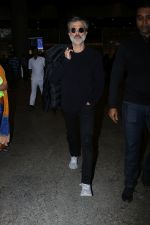 Anil Kapoor Spotted At Airport on 2nd Jan 2018 (16)_5a4c7aa9eaf73.JPG
