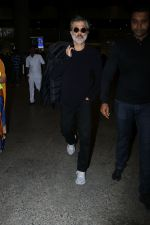Anil Kapoor Spotted At Airport on 2nd Jan 2018 (17)_5a4c7aaacac5f.JPG