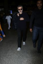 Anil Kapoor Spotted At Airport on 2nd Jan 2018 (18)_5a4c7aabd38f5.JPG