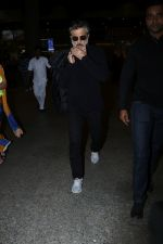 Anil Kapoor Spotted At Airport on 2nd Jan 2018 (19)_5a4c7aacce874.JPG
