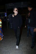 Anil Kapoor Spotted At Airport on 2nd Jan 2018 (6)_5a4c7a9f42e87.JPG