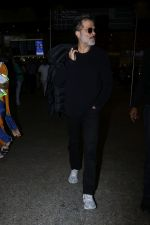 Anil Kapoor Spotted At Airport on 2nd Jan 2018 (7)_5a4c7a9fd66d1.JPG