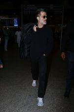 Anil Kapoor Spotted At Airport on 2nd Jan 2018 (8)_5a4c7aa07c1d3.JPG