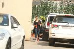 Bipasha Basu Spotted At Gym,Bandra on 2nd Jan 2018 (2)_5a4c7aaa15e3e.JPG