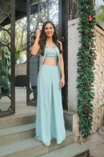 Pooja Chopra Spotted At Corner House,Bandra on 2nd Jan 2018 (6)_5a4c7ac247b94.JPG