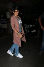 Mandira Bedi Spotted At Airport on 5th Jan 2018 (10)_5a4f17d96614a.JPG