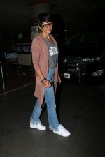 Mandira Bedi Spotted At Airport on 5th Jan 2018 (15)_5a4f17e2de282.JPG