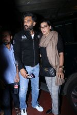 Suniel Shetty, Mana Shetty Spotted At Airport on 5th Jan 2018 (4)_5a4f1819231ce.JPG