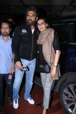 Suniel Shetty, Mana Shetty Spotted At Airport on 5th Jan 2018 (6)_5a4f181b03c4f.JPG
