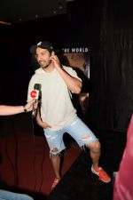 Varun Dhawan At Special Screening Of Film Jumanji Welcome To The Jungle on 4th Jan 2018 (35)_5a4f39836019a.JPG