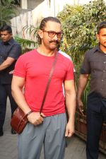 Aamir khan spotted at Sukho Thai Spa,Bandra on 5th Jan 2018 (1)_5a50678ce0d7c.JPG