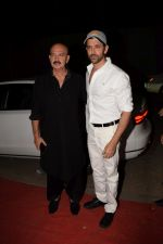 Hrithik Roshan, Rakesh Roshan at Kirtan Darbar in jvpd ground juhu on 6th Jan 2018 (10)_5a5330edbcb59.JPG