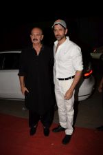 Hrithik Roshan, Rakesh Roshan at Kirtan Darbar in jvpd ground juhu on 6th Jan 2018 (11)_5a533160c228f.JPG
