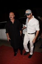 Hrithik Roshan, Rakesh Roshan at Kirtan Darbar in jvpd ground juhu on 6th Jan 2018 (13)_5a533162a3c24.JPG