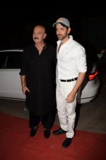 Hrithik Roshan, Rakesh Roshan at Kirtan Darbar in jvpd ground juhu on 6th Jan 2018 (8)_5a5330ec3059d.JPG