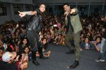 Siddharth Malhotra and Rakulpreet Singh with Students at Pillai College_s Festival ALEGRIA 2017  on 8th Jan 2018 _5a544afd66a7c.JPG