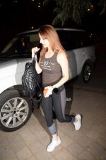 Sussanne Khan Spotted At Croma on 9th Jan 2018 (10)_5a55bbc6b61d2.JPG