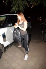 Sussanne Khan Spotted At Croma on 9th Jan 2018 (8)_5a55bbc375f98.JPG