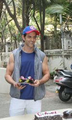 Hrithik Roshan Birthday Celebration With Media on 10th Jan 2018 (1)_5a570102e3028.jpg