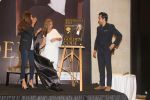 Shweta Nanda, Rahul Khanna at the Launch Of Rukhsana Essa_s Book Golden Code At Jade Banquet Nehru Centre on 11th Jan 2018 (23)_5a58556b325ca.jpg