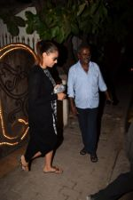 Bipasha Basu Spotted At Myrah Spa Juhu on 15th Jan 2018 (10)_5a5ed75501130.JPG