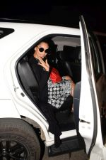 Bipasha Basu Spotted At Myrah Spa Juhu on 15th Jan 2018 (13)_5a5ed759e6a6c.JPG