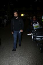 Raj Kundra Spotted At Airport on 17th Jan 2018 (10)_5a603816bcbfe.JPG