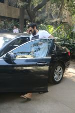 Aditya Roy Kapur Spotted At Bandra on 18th Jan 2018 (1)_5a61ee3a6c014.JPG